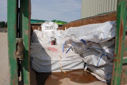 Bild: Asbest verpackt in Big Packs.
